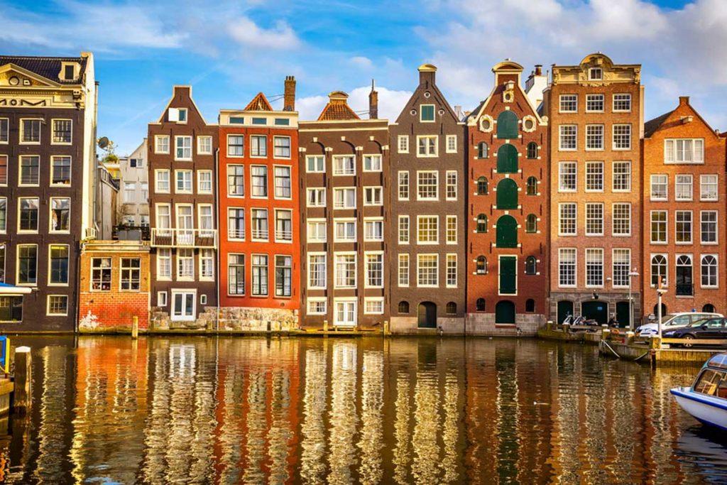 Amsterdam viajando en tren por Europa