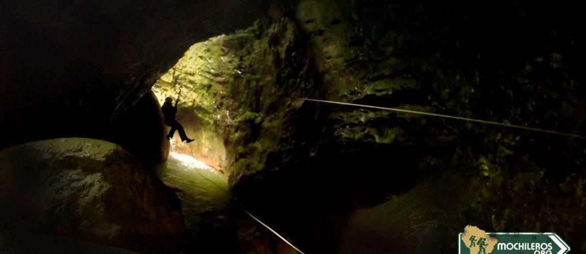 Asombroso hallazgo en la Caverna de Julio Verne hecho por mochilero