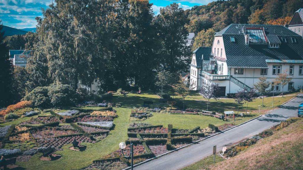 Turismo de salud en Jesenik, Priessnitz. República Checa - jardin frontal