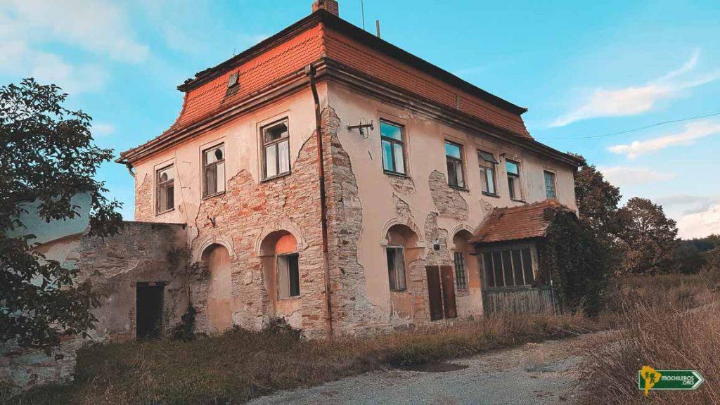 Palacio en coto de Caza, Bolehost. Castillos abandonads: República Checa - Mochileros.org