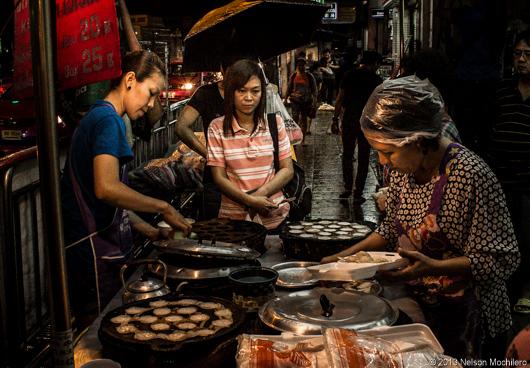 Cocineras en las calles de Bangkok