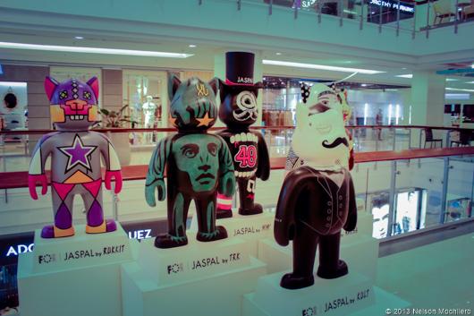 Muñecos gigantes de diseñador en el Central World