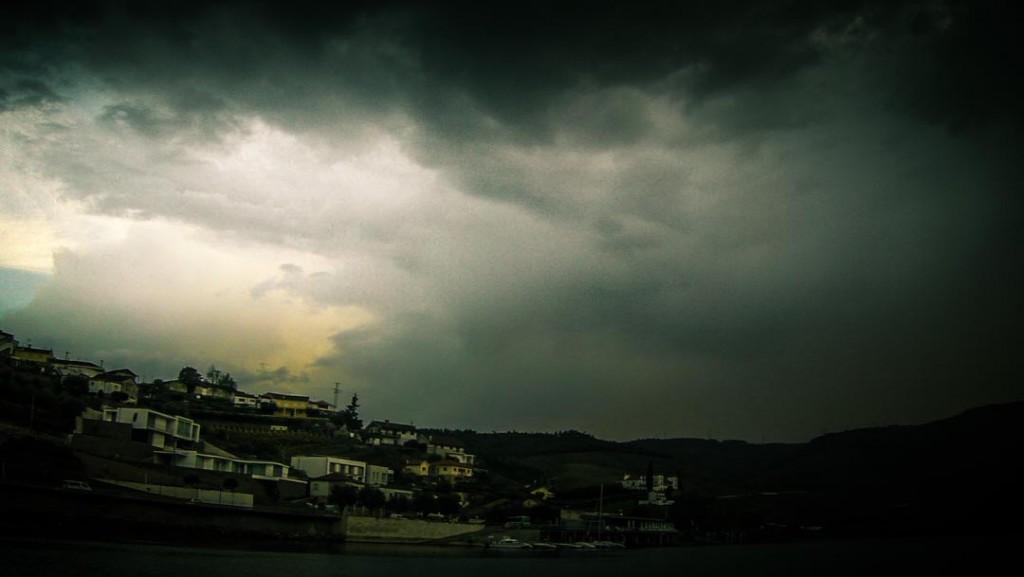 Rio Duero (Douro) - Peso da Regua - lluvia