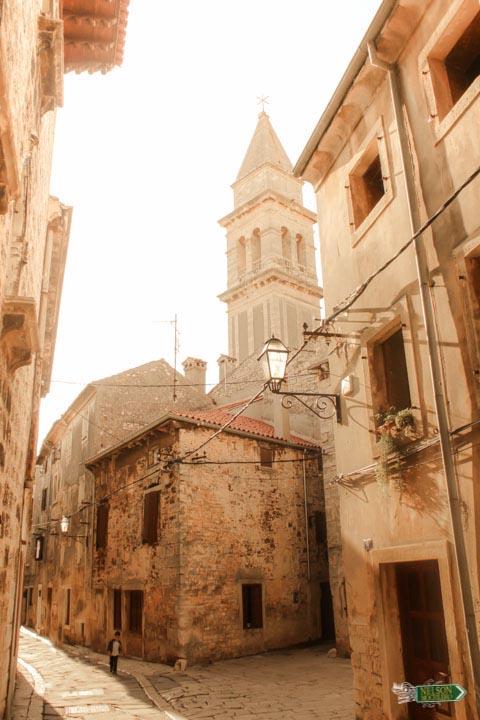 Bilesia entre las calles de Vodnjan Istria, Croacia